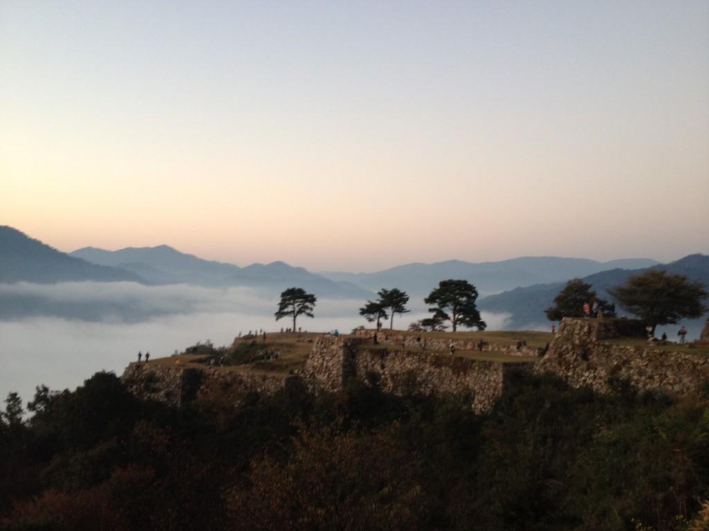 霧に浮かぶ武田城