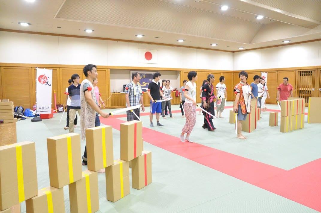 段ボールを使った攻防戦!!みんなで城壁を築け、チャンバラ合戦築城-CHIKUJYO-開催レポート!