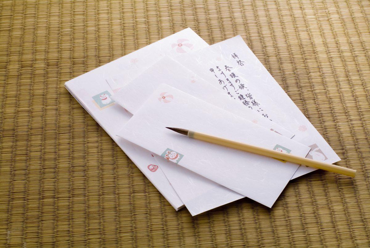 手紙を筆で書く